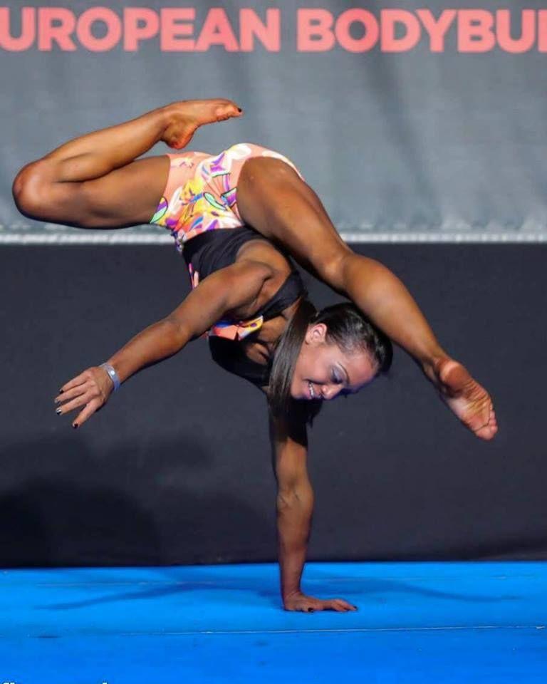 Илина Бояджиева от 12 а празнува двойно - черпи за бронзов медал от Европейското по бодибилдинг - СУ Васил Левски - Пловдив