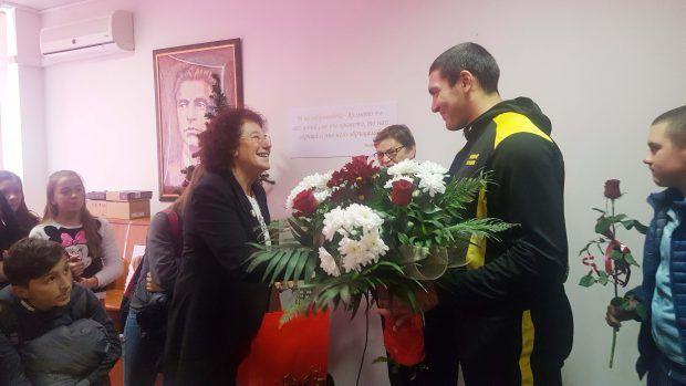 Първата ни световна рекордьорка в Спортното: Животът е височина, всеки иска да я преодолее - СУ Васил Левски - Пловдив