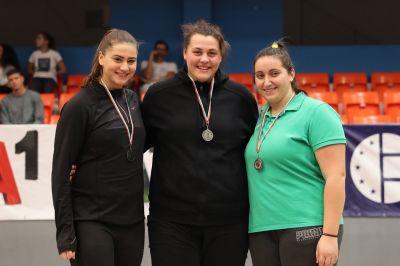 Девойка и ветеран треньор са шампиони на гюле - Изображение 2