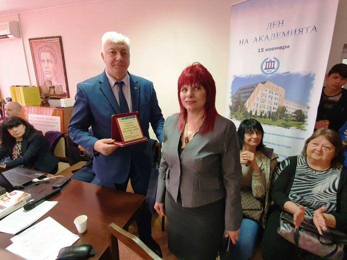 Почетен плакет за кмета от Спортното училище - СУ Васил Левски - Пловдив
