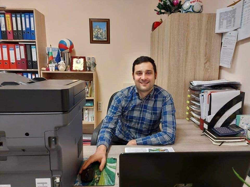 Възпитаник на Спортното - Пловдив представи своя книга онлайн - СУ Васил Левски - Пловдив