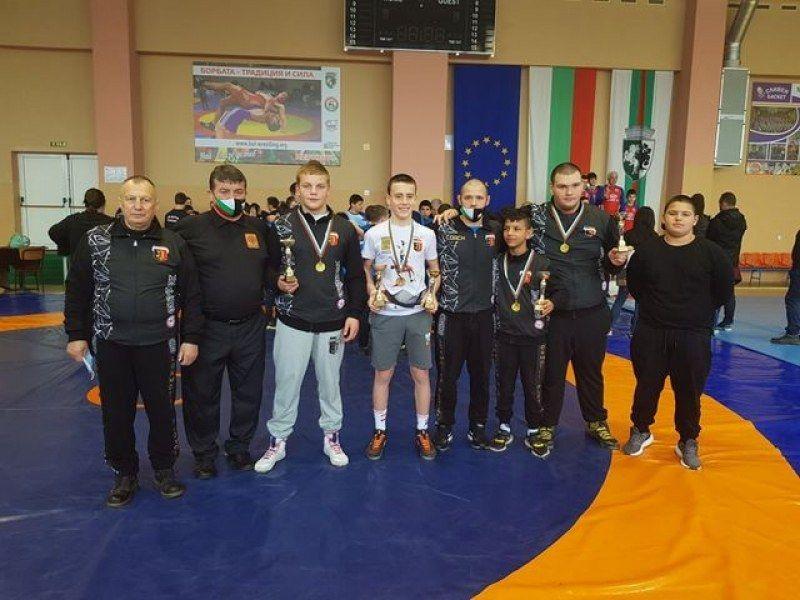 Петьо Анегелов ще представи страната на Европейско и Световно първенство по борба - СУ Васил Левски - Пловдив