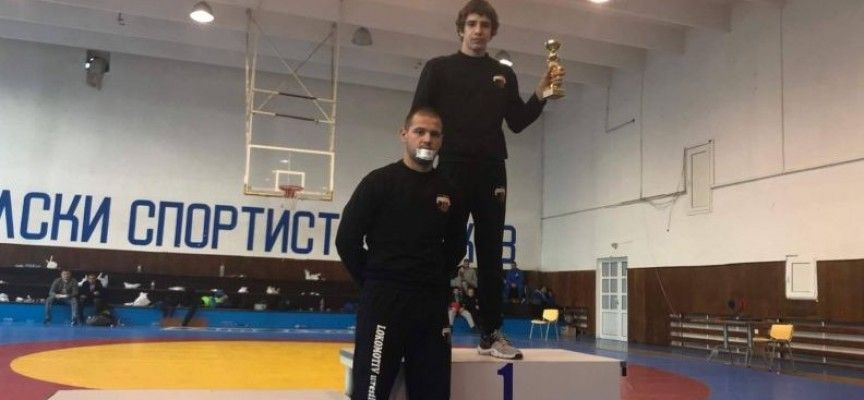 Илия Мустаков се върна със злато от гладиаторски турнир в Самоков - СУ Васил Левски - Пловдив